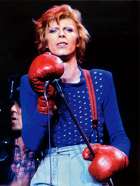 david-bowie-1974_usa_live_boxer